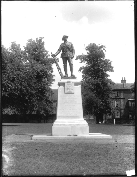 https://upload.wikimedia.org/wikipedia/commons/9/97/King%E2%80%99s_Royal_Rifle_Corps_Memorial%2C_Winchester.jpg